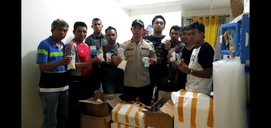satunusantaranews – Jakarta. Reserse Unit Polsek Kembangan, Polres Metro Jakarta Barat, kembali menemukan gudang narkoba di kamar sebuah apartemen di daerah Srengseng, Kembangan, Jakarta Barat, Selasa (15/1) malam