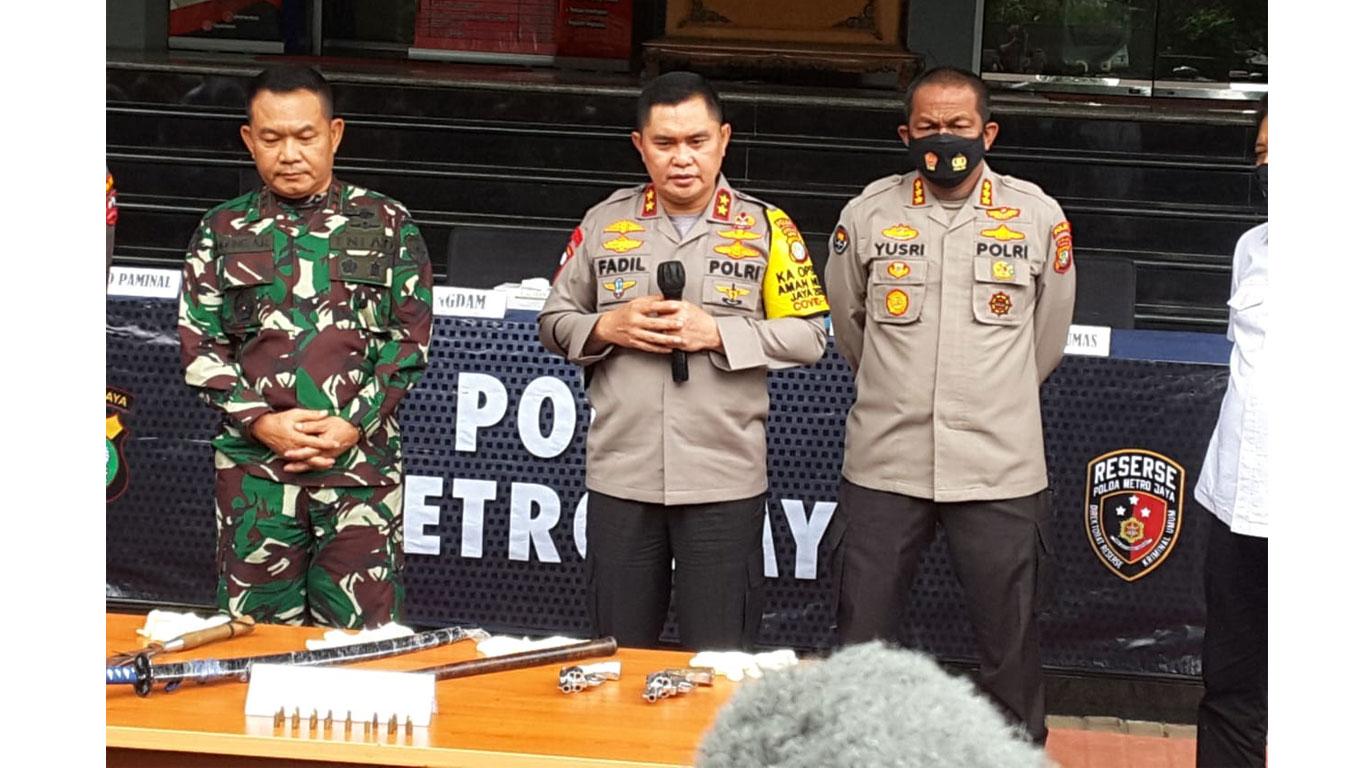 Penyerangan-Anggota-Polisi-Terkait-Pemeriksaan-rizieq-shihab