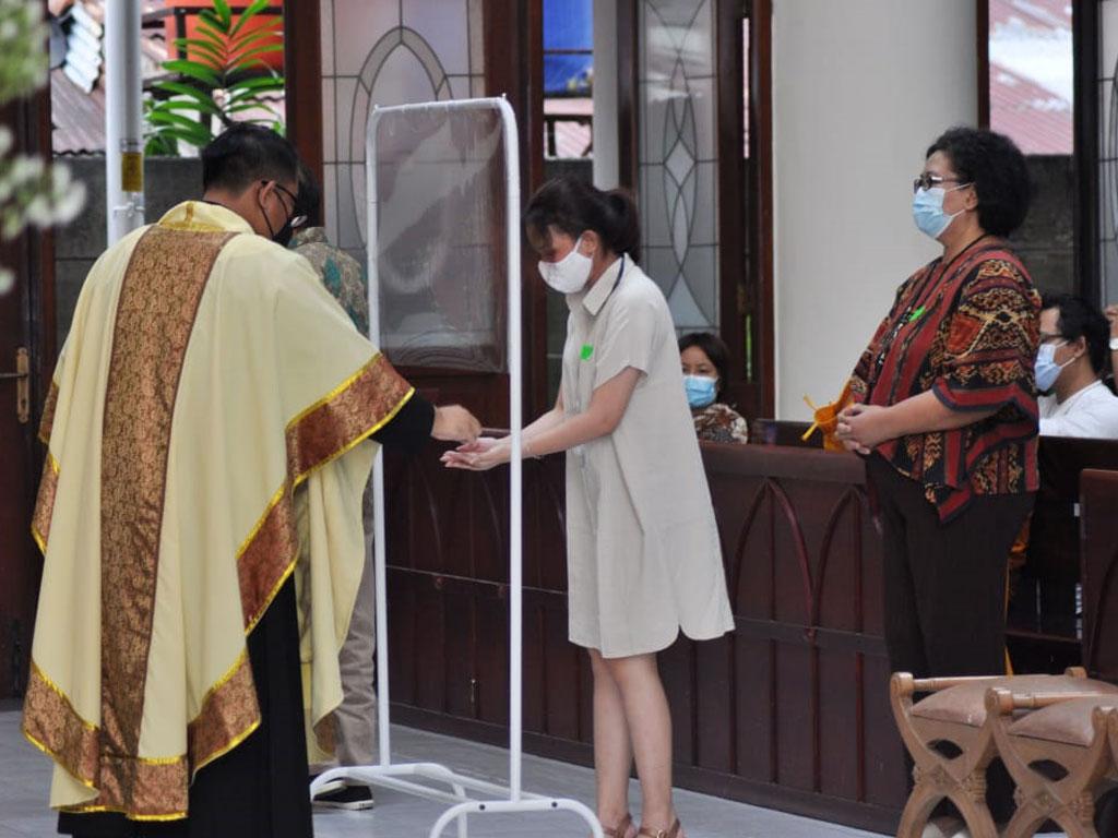 suasana-perayaan-misa-di-paroki-keluarga-kudus-pasar-minggu-5
