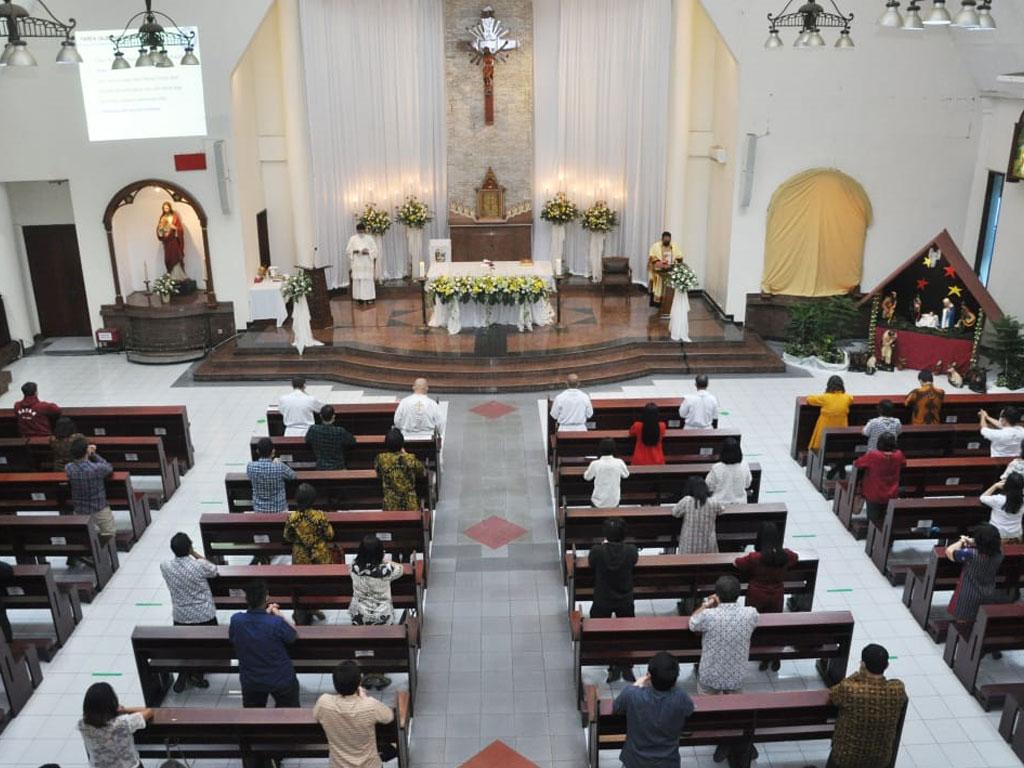suasana-perayaan-misa-di-paroki-keluarga-kudus-pasar-minggu