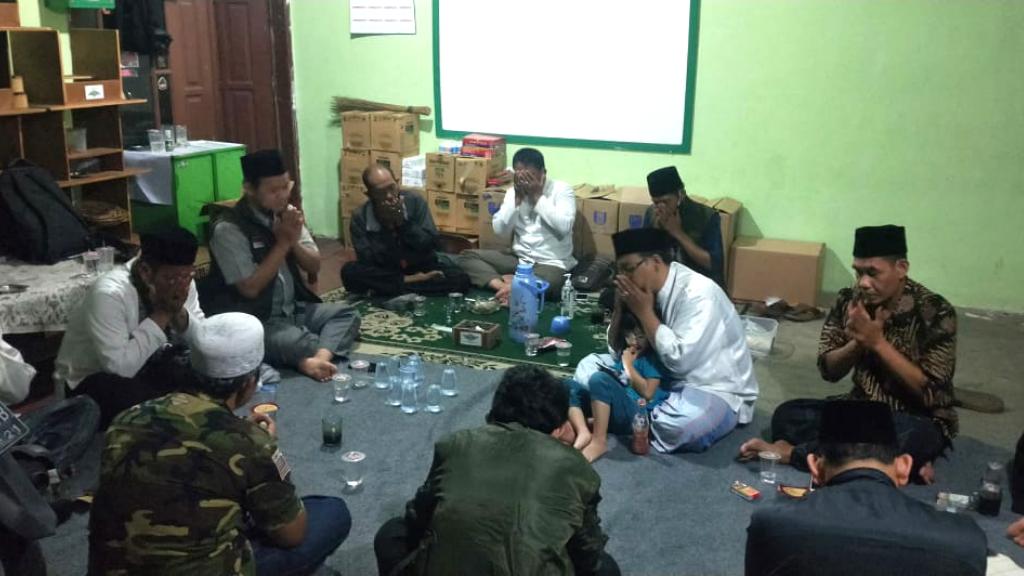 MWCNU Kebon Jeruk Serahkan Bantuan Kepada Pengurus Ranting NU Sukabumi