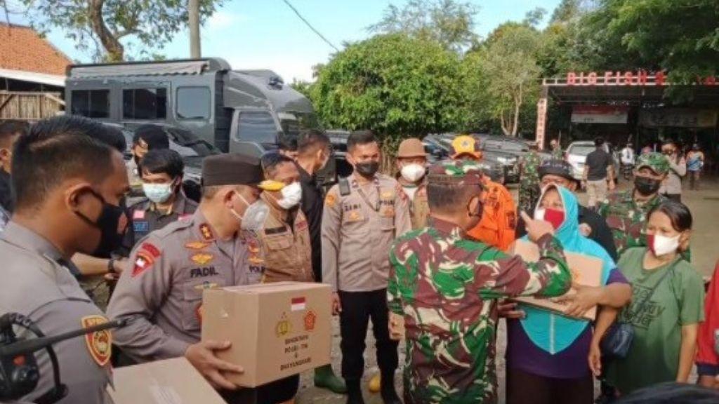 TNI–Polri Evakuasi 8.000 Warga Korban Tanggul Citarum