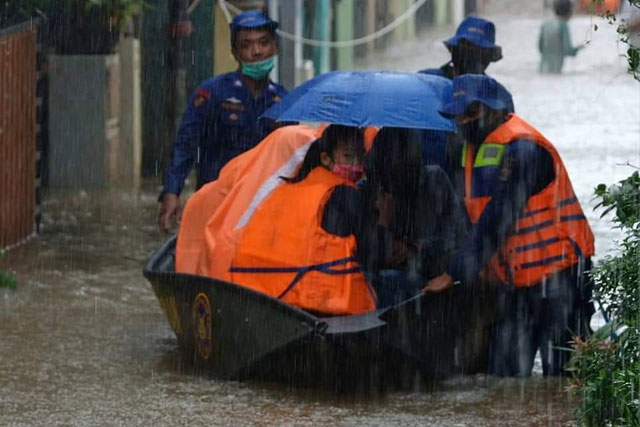 pertolongan-korban-banjir