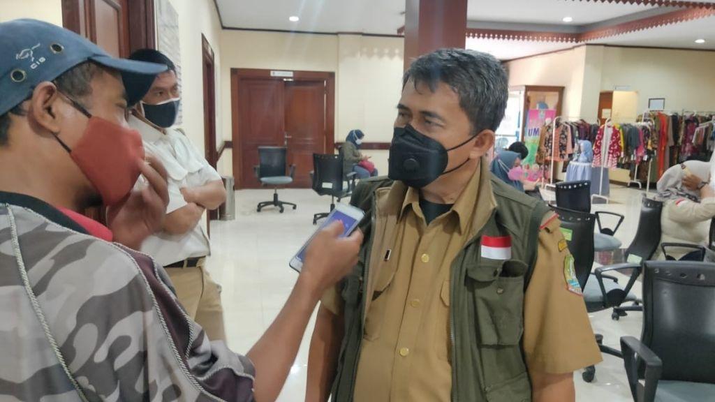 Sekretaris DPRD Kota Bekasi Jadi Orang Pertama Disuntik Vaksin Tahap II