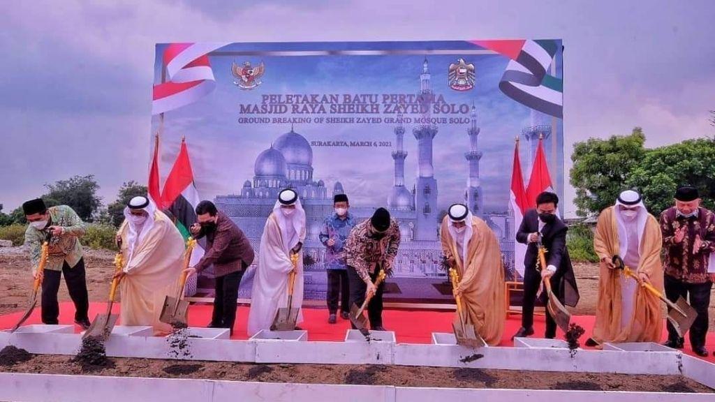 Peletakan Batu Pertama Masjid Syeikh Zayed Solo,