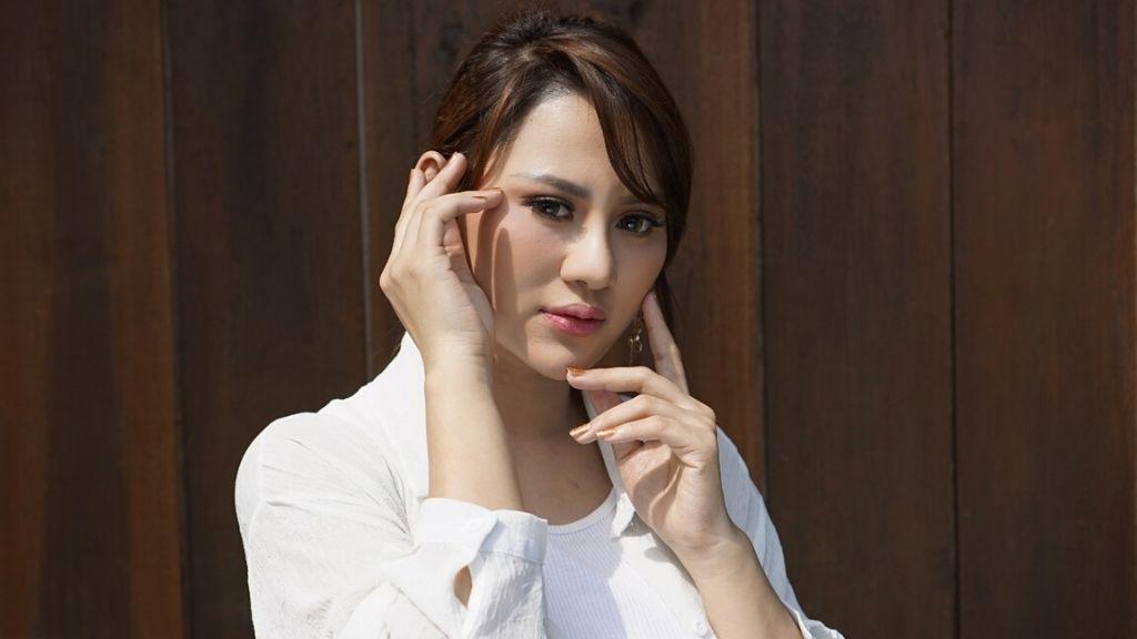 Resty Ananta Penyanyi Cantik Pelantun Lagu Hits