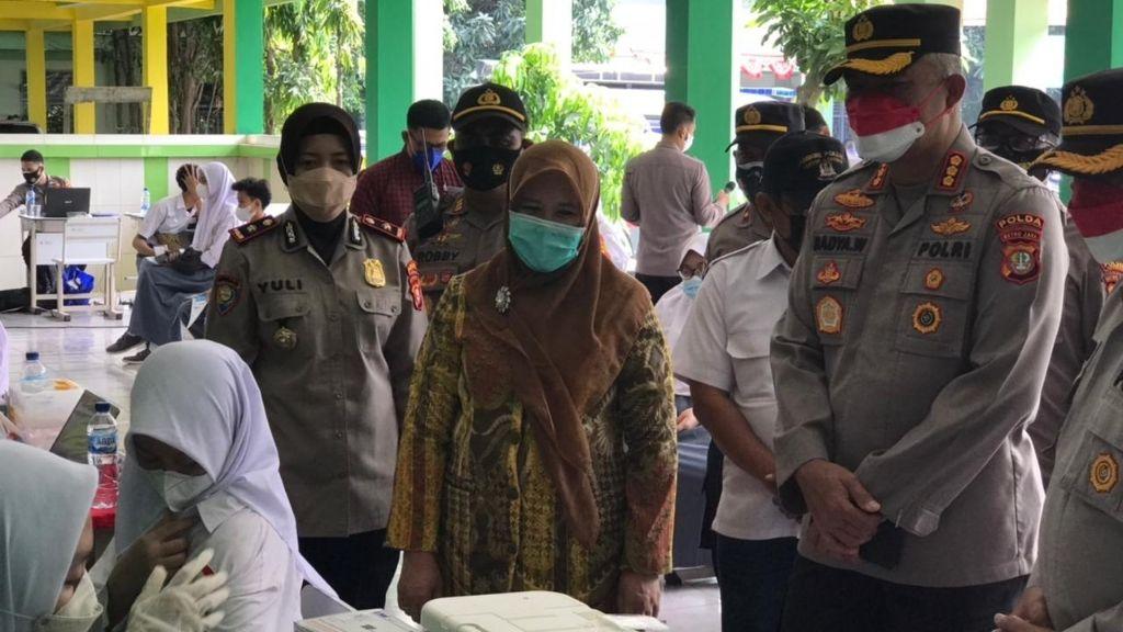 Polda Metrojaya Targetkan 600 Orang Vaksin di SMAN 3 Tangerang